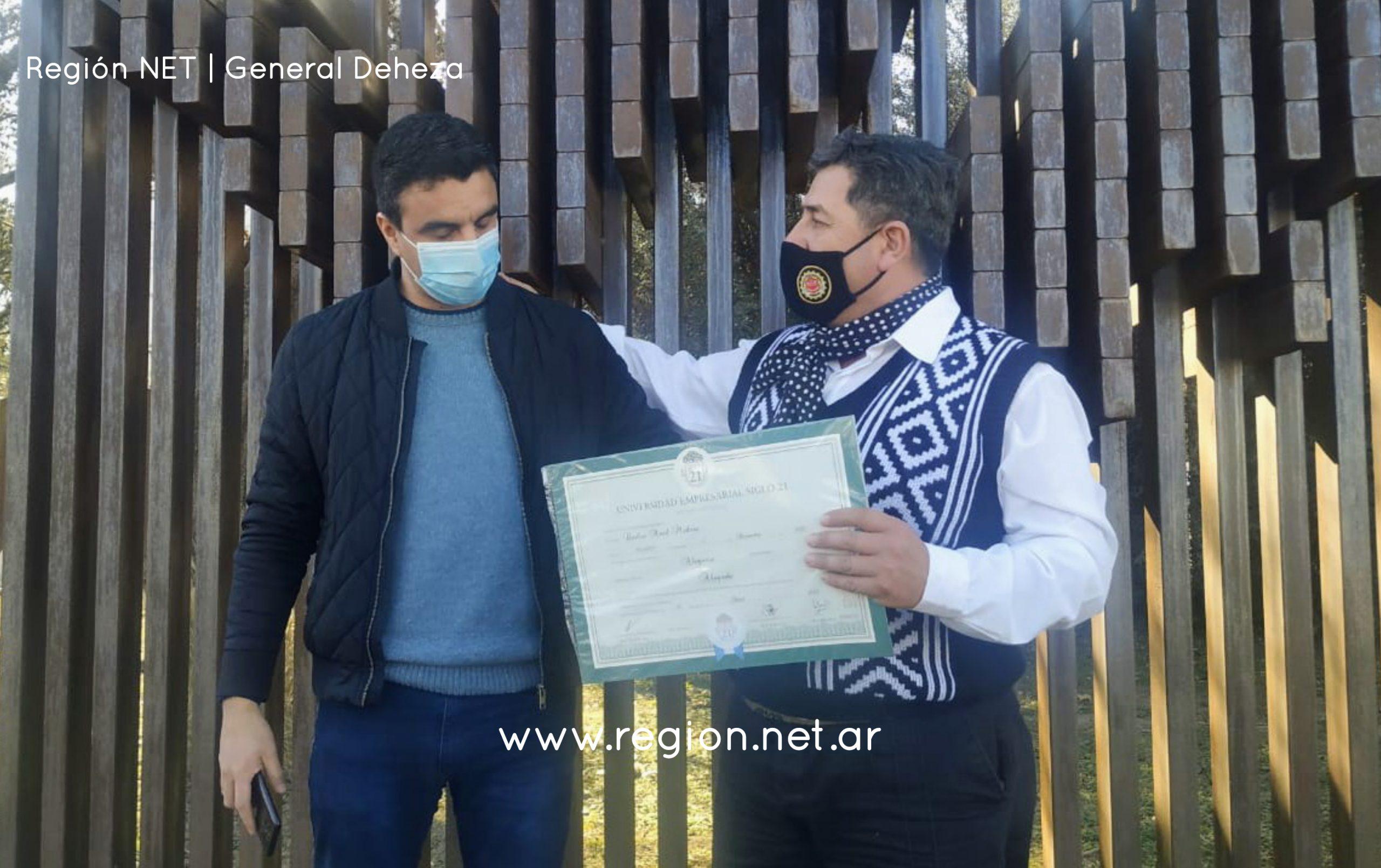 DESDE HERNANDO A DEHEZA EN CABALLO PARA RECIBIR SU DIPLOMA DE ABOGADO