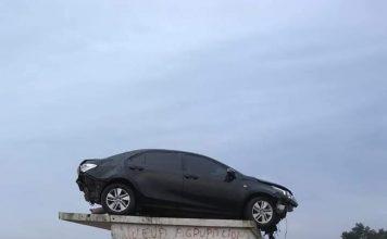 EL AUTO VOLADOR: UN JEFE DE POLICIA SOBREVIVIO A UN IMPRESIONANTE DESPISTE