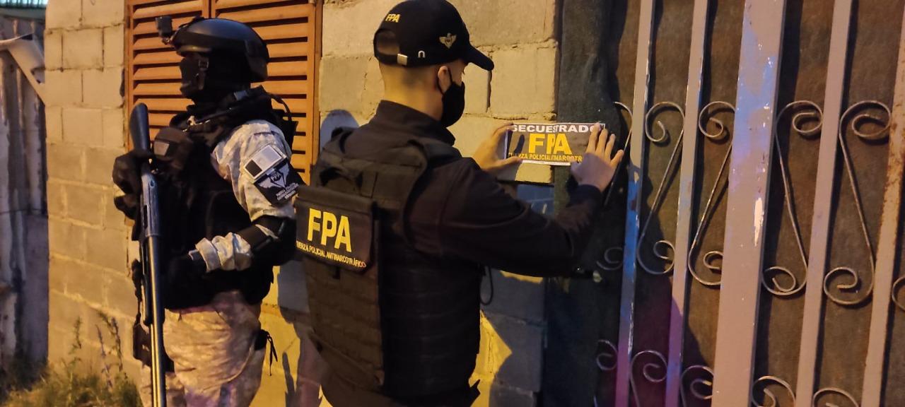 CONFISCAN UNA CASA DE DROGAS Y DETIENEN A MAS MIEMBROS DE LA BANDA DE RECORTE